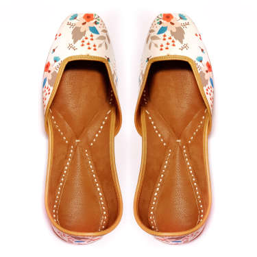 Vyam White Stylish Ethnic Leather Juttis