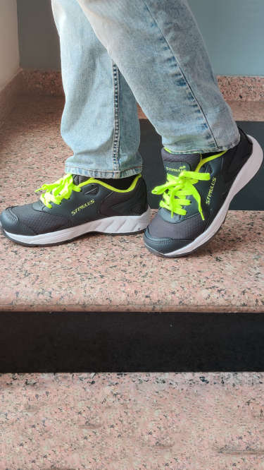 Paragon Grey & Green Stimulus Sports Shoes For Men